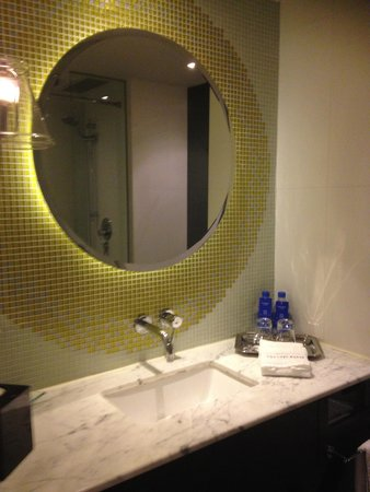 The Luxe Manor: Vanity Room 702