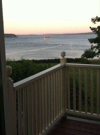 Balance Rock Inn: Evening sail from our balcony