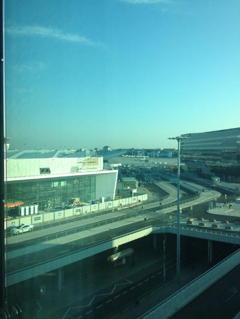 Courtyard by Marriott Warsaw Airport: terminal view
