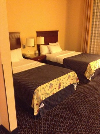 Courtyard by Marriott Warsaw Airport: twin beds why?