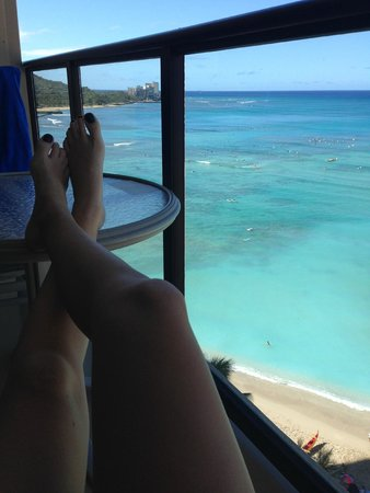 Outrigger Waikiki Beach Resort : Oceanfront rooms are worth the money
