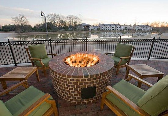 TownePlace Suites Jackson Ridgeland/The Township at Colony Park : Outdoor Firepit