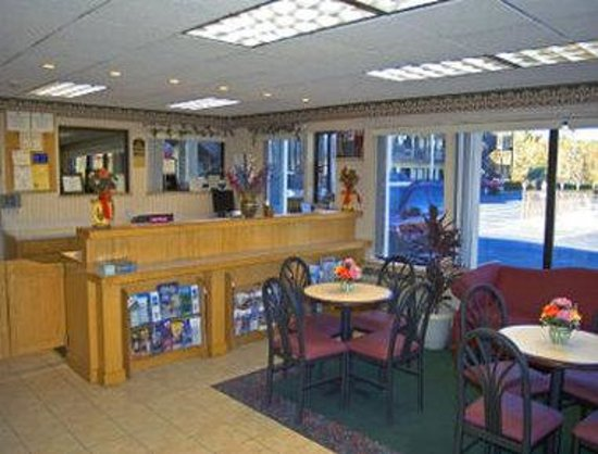 Super 8 Conway/ Myrtle Beach Area : Lobby