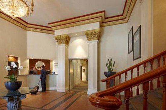 Wains Hotel Dunedin: Park Regis Dunedin Receptio