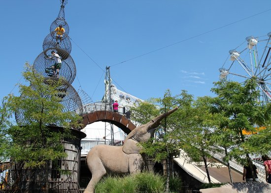 City Museum: A pretty park sits on the rooftop