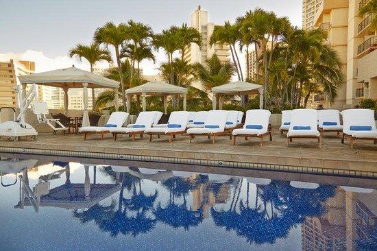 Luana Waikiki Hotel & Suites : Luana Waikiki Aqua Boutique Pool Close