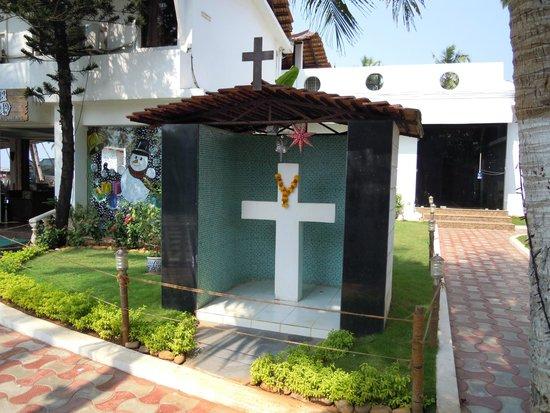 Lucky Star Hotel: католический крест