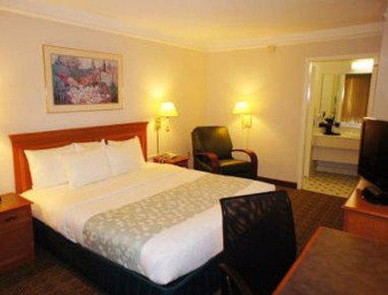 Days Inn Bristol: King Bed Room