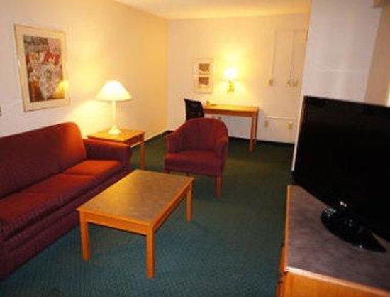 Days Inn Bristol: King Bed Suite