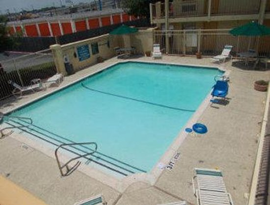 Motel 6 Grand Prairie - Interstate 30: Pool