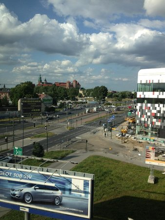 Park Inn by Radisson Krakow: view over old castle and river