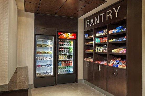 Best Western Plus Waterloo: The Pantry