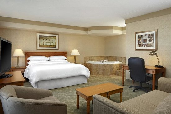 Four Points by Sheraton Waterloo-Kitchener: Deluxe