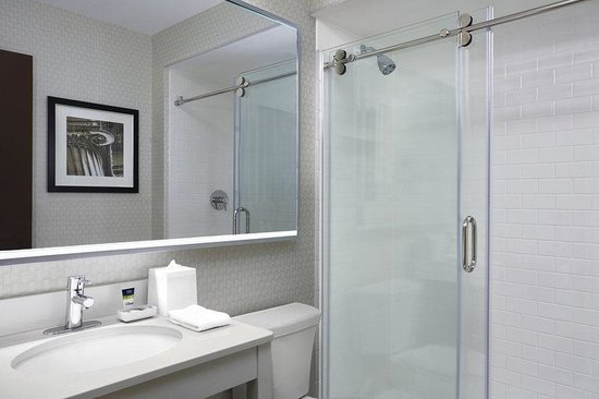 Four Points by Sheraton Waterloo-Kitchener: Guestroom Bathroom