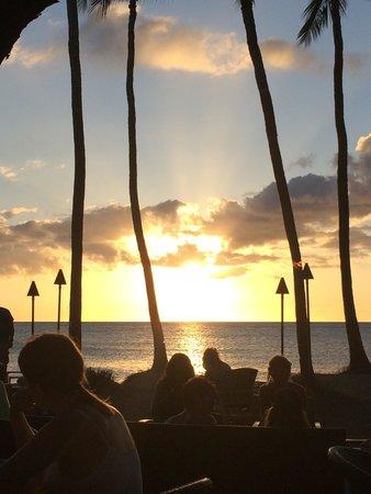 Lava Lava Beach Club: Beautiful sunset dinner