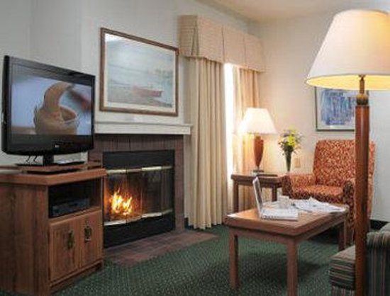 Hawthorn Suites by Wyndham Green Bay : Suite