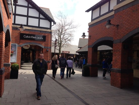 Cheshire Oaks Designer Outlet: アウトレット