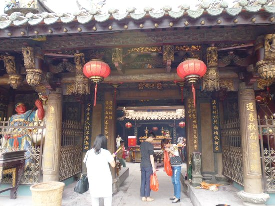 Tonghuai Temple of Guan Yu and Yue Fei: entrance to templ