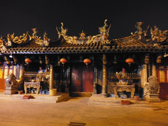 Tonghuai Temple of Guan Yu and Yue Fei: night view of temple