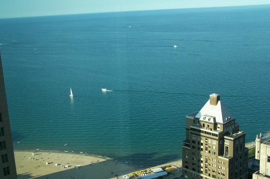 Four Seasons Hotel Chicago: Lake Michigan and the beach
