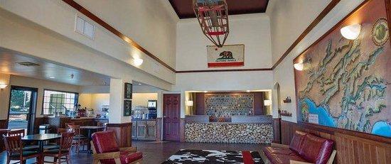 The Redwood Riverwalk Hotel : Lobby