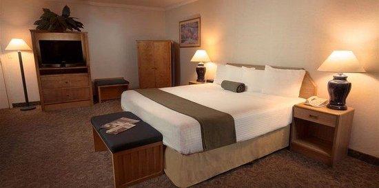 The Redwood Riverwalk Hotel : King Suite