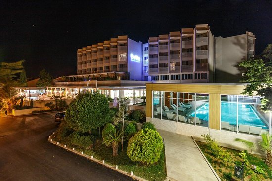 Hotel Delfin: At night