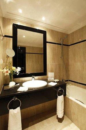 Hotel Paris : Bathroom2