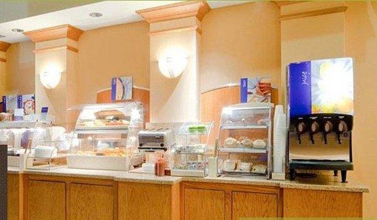 Crossroads Inn & Suites: Dining