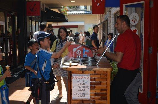 Kobe Harborland: Ice cream shop by the pier