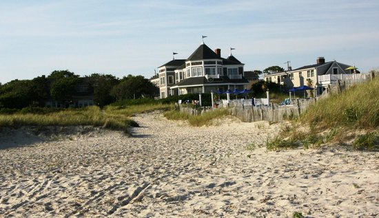 Winstead Inn and Beach Resort : view of hotel from the beach