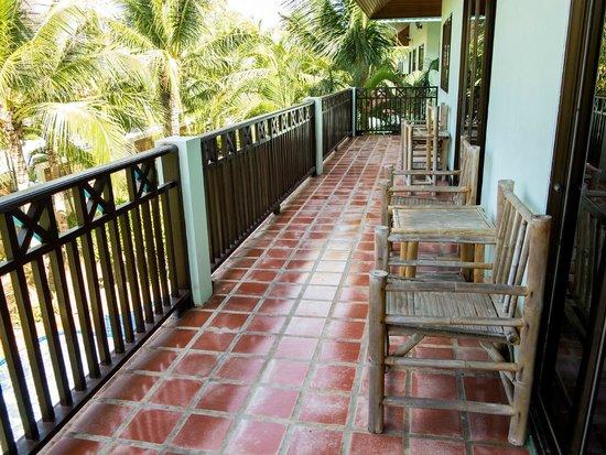 Dolphin Bay Resort: Family Suite: balcony