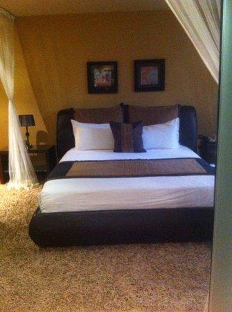 Munyonyo Commonwealth Resort : bed