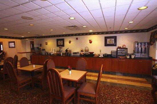 Americas Best Value Inn & Suites Augusta/Garden City: Breakfast Area