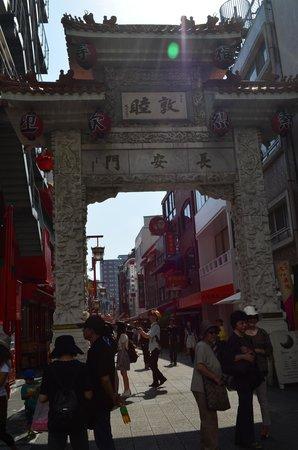 Chinatown (Nankinmachi): Gate at Kobe Chinatown