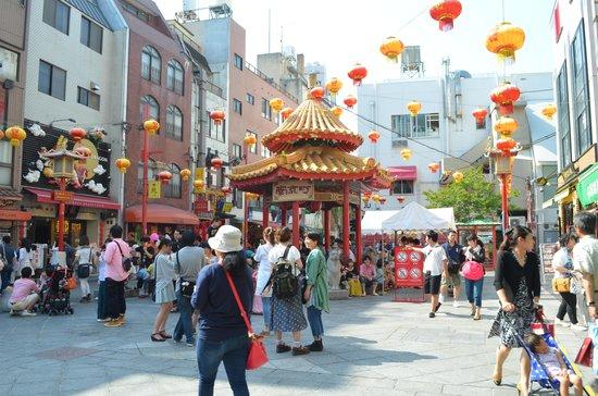 Chinatown (Nankinmachi): Center plaza at Kobe Chinatown