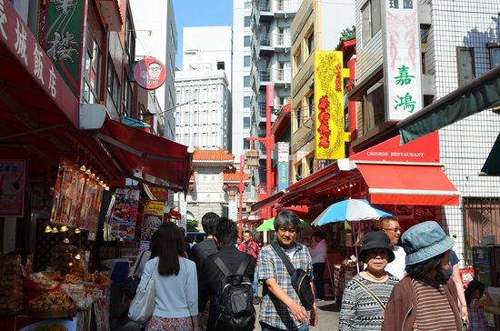 Chinatown (Nankinmachi): Crowded street at Kobe Chinatown