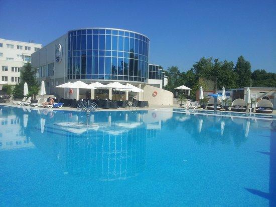Grand Marine: Снова открытый бассейн