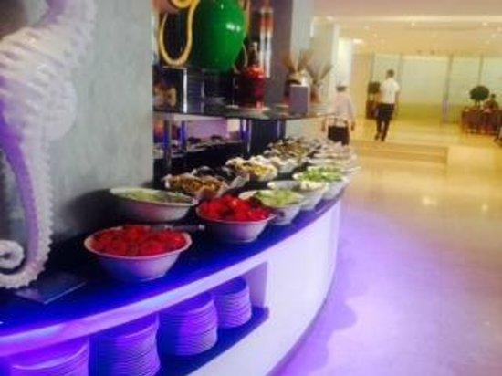 Blue Bay Platinum Hotel: Restaurant area.