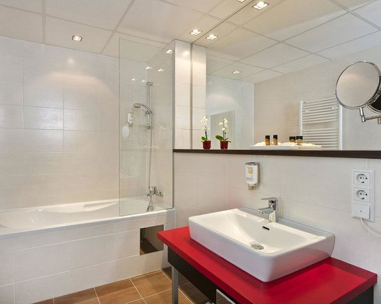 BEST WESTERN PLUS Amedia Hotel Graz: Bathroom