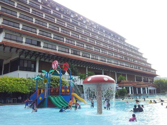 Resorts World Kijal: piscine pour les enfants
