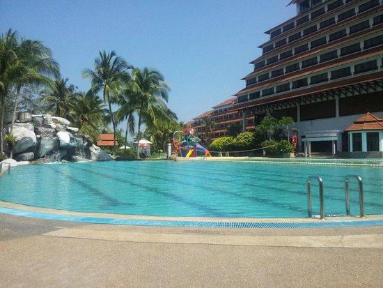 Resorts World Kijal: piscine