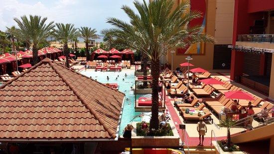 Golden Nugget Biloxi: big pool at the front