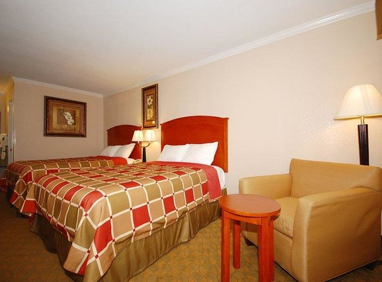 Americas Best Value Inn - Rockdale: Two Queen Beds