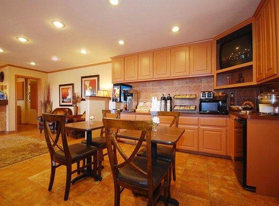 Americas Best Value Inn - Rockdale: Breakfast Area