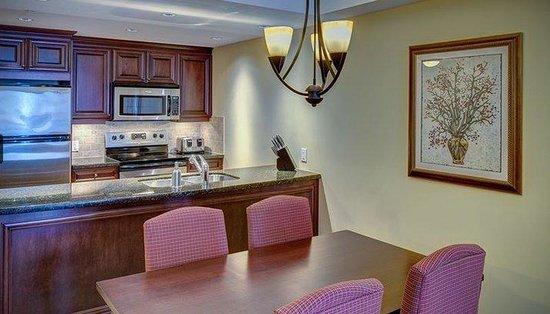 Residences at Sun Peaks Grand: Kitchen