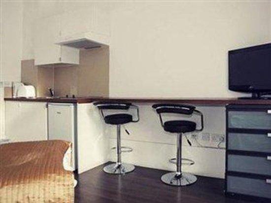 Knaresborough Place Short Stay Apartments: Guest Room Amenity