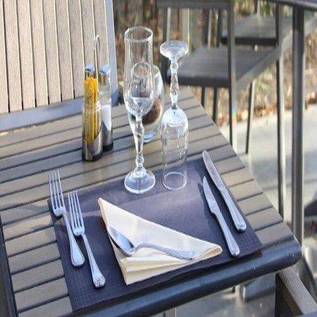 Kyriad Saint Quentin En Yvelines - Montigny : Terrace