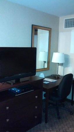 Holiday Inn Express Hotel & Suites Sumner: Work space area.