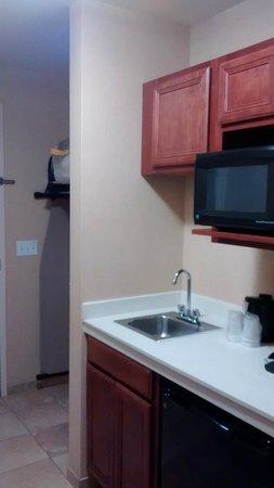 Holiday Inn Express Hotel & Suites Sumner: Kitchenette